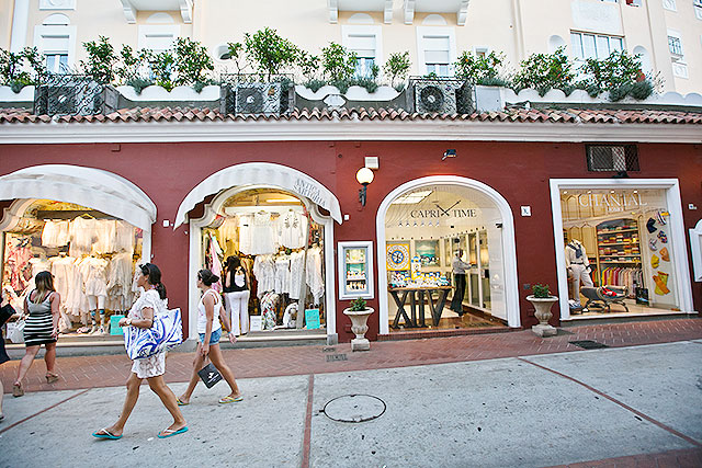 capri_shopping2